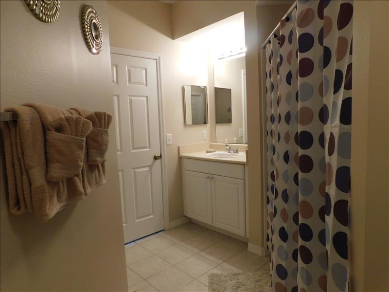 Master bath w shower