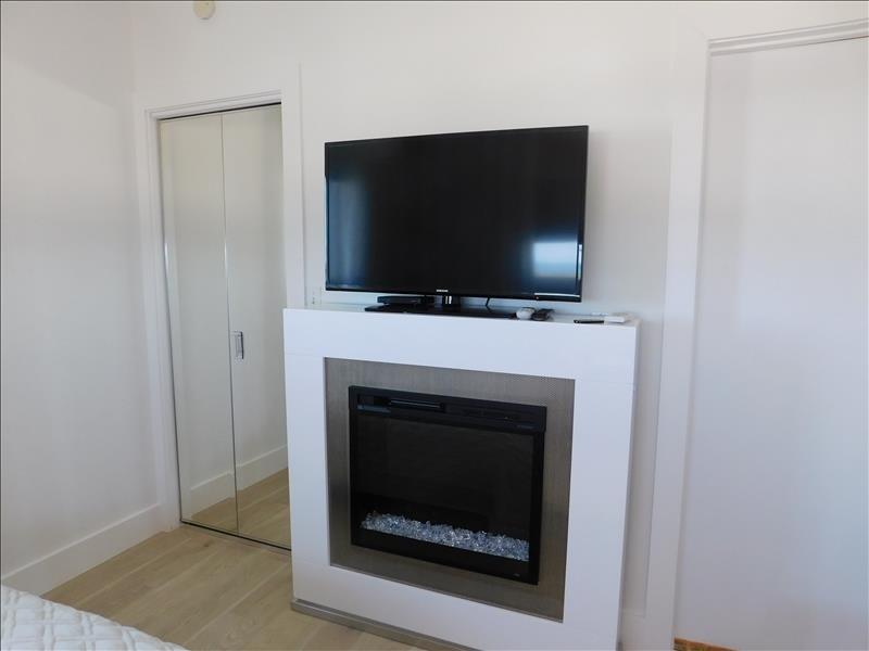 Guest w doubles and fireplace
