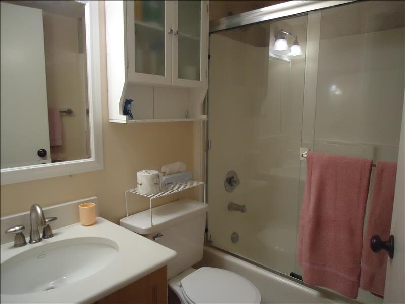 guest bath tub shower 511
